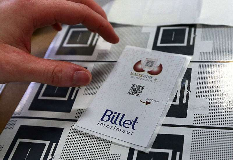 Billet-made labels bear QR code and RFID (radio-frequency identification) emitters