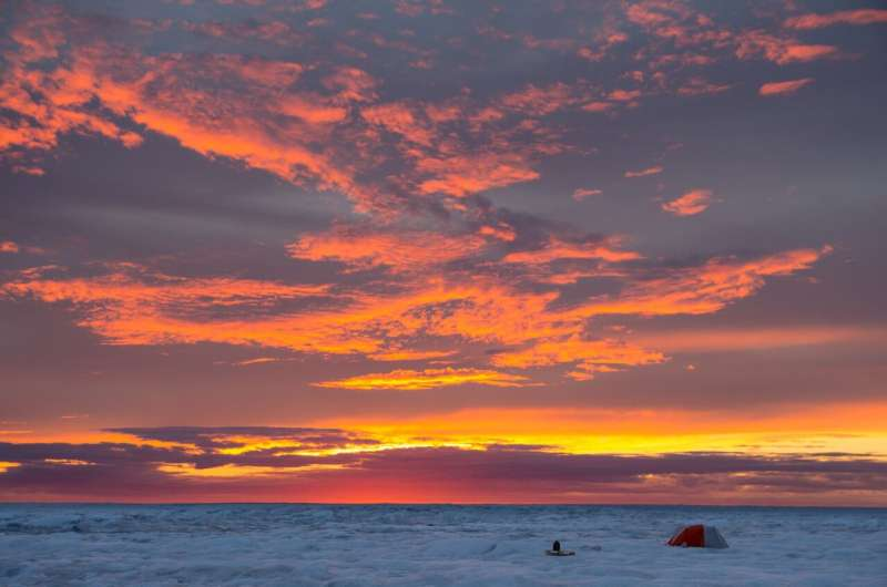 Clouds dominate uncertainties in predicting future Greenland melt