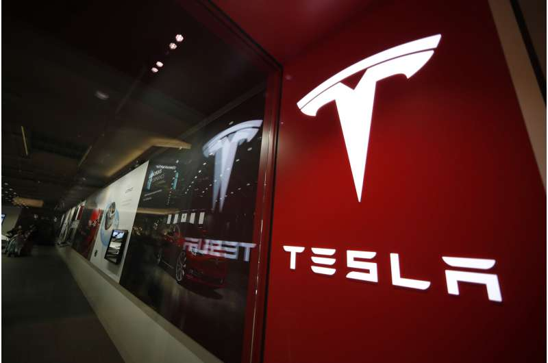 Consumer Reports: Tesla automated lane changes are risky