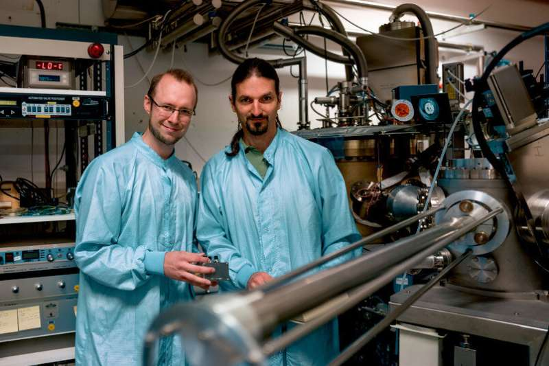 Detraction-free light-matter interaction
