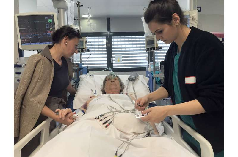 Do family members belong in ICU during procedures? Study finds clinicians mixed on practice