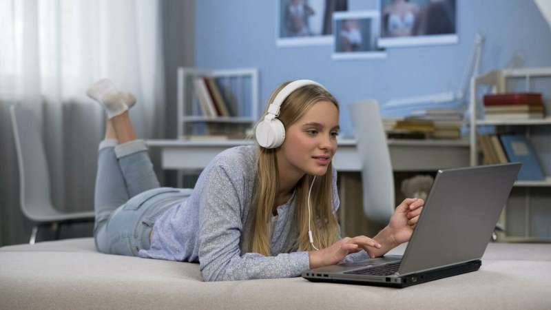 How listening to music 'significantly impairs' creativity