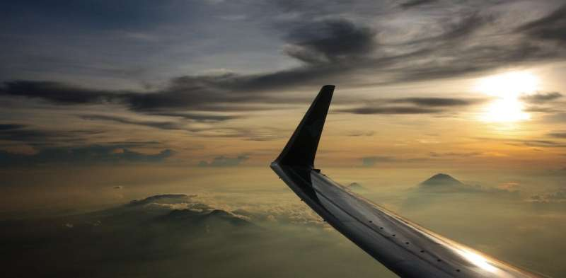How Qantas and other airlines decide whether to fly near volcanoes