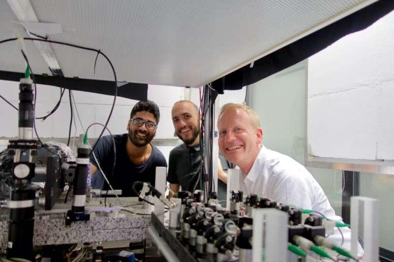 Hypersonic matterwaves for ultrafast atomtronics