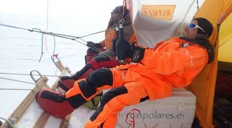 Kite-blown Antarctic explorers make most southerly Galileo positioning fix