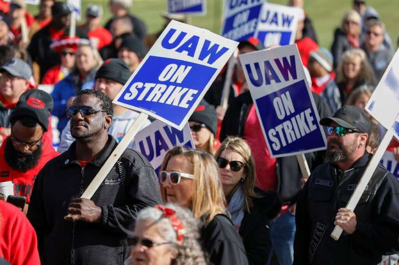 Leaders of the United Auto Workers announced that they reached a tentative deal with General Motors to end a nationwide strike b