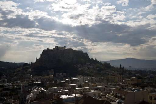 Lightning hits Acropolis in Greece injuring 4, site intact