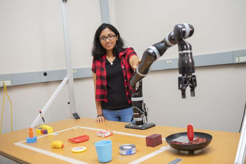 'MacGyver'-like robot can build own tools by assessing form, function of supplies
