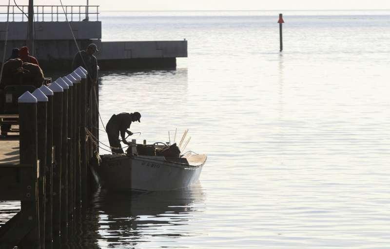 Mississippi seeks seafood disaster amid spillway complaints