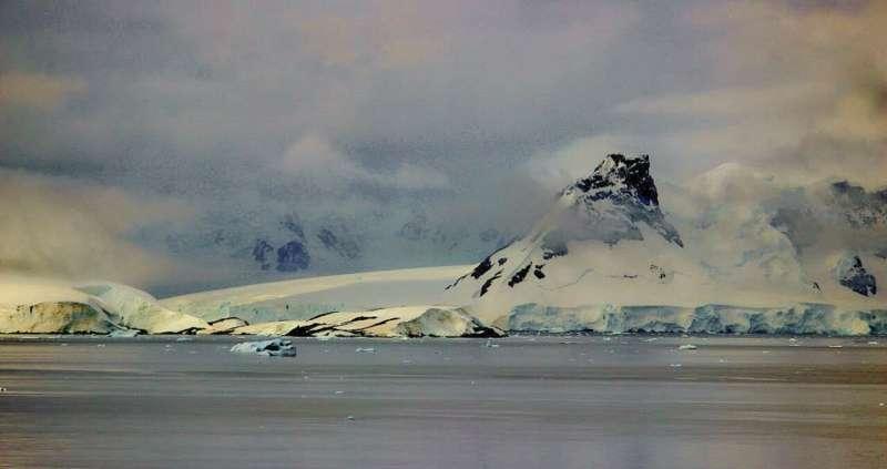 New data on underwater volcanoes in Bransfield Strait, Antarctica