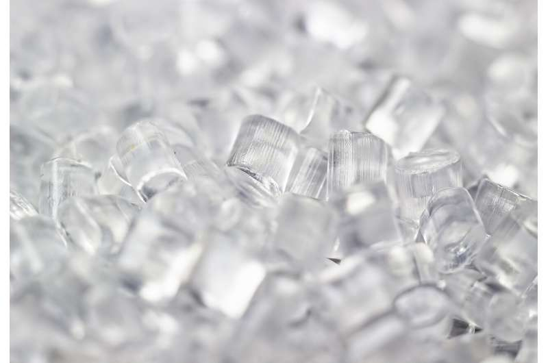 Pulsed electron beams shed light on plastics production