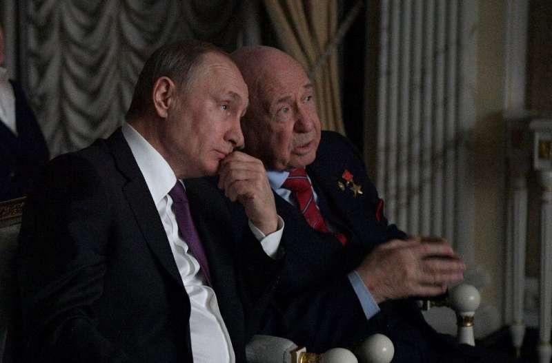 Putin's spokesman said the Russian leader always admired Leonov's courage