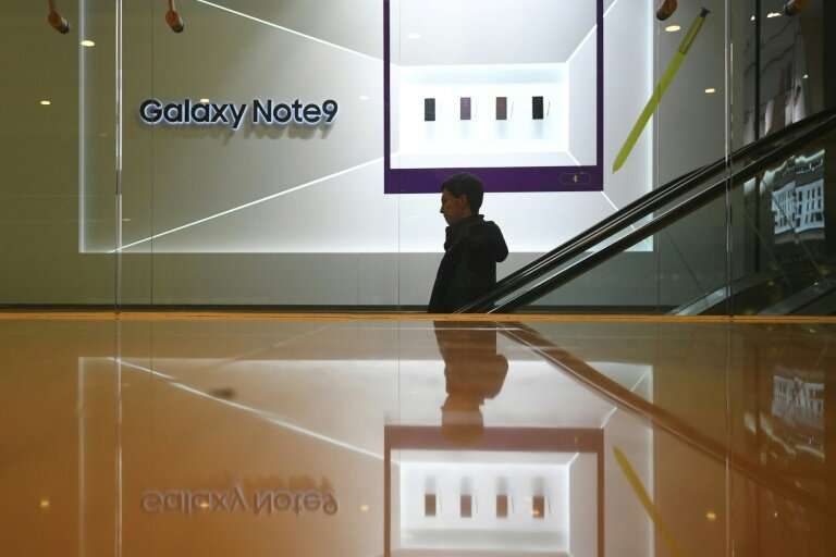 Samsung will open three US retail stores as it steps up marketing for its Galaxy devices competing with Apple's iPhone