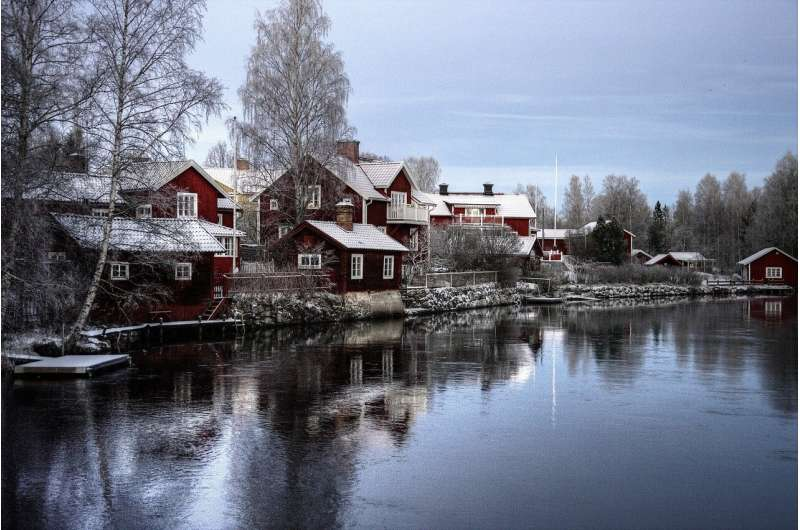 Lockdown-shy Sweden passes pandemic law thumbnail