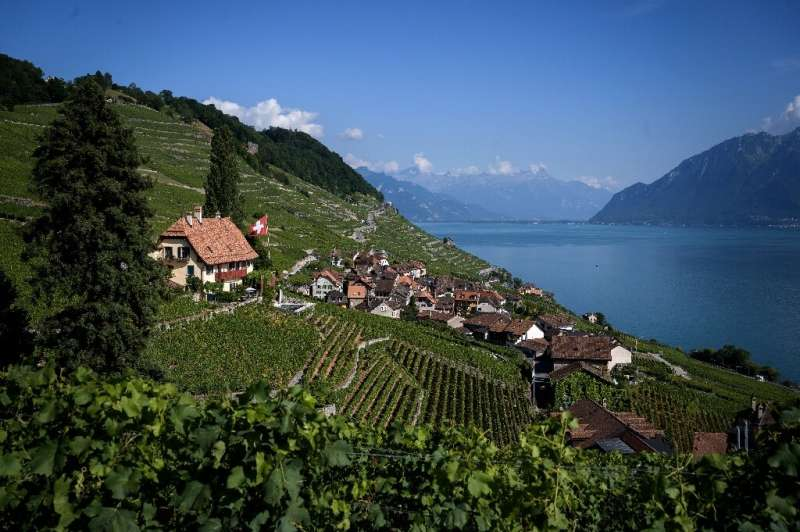 Swiss wines considered niche or premium are being promoted abroad in the hope of Swiss labels appearing on menus in the world's