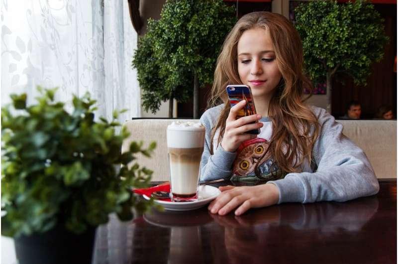 teen with smartphone