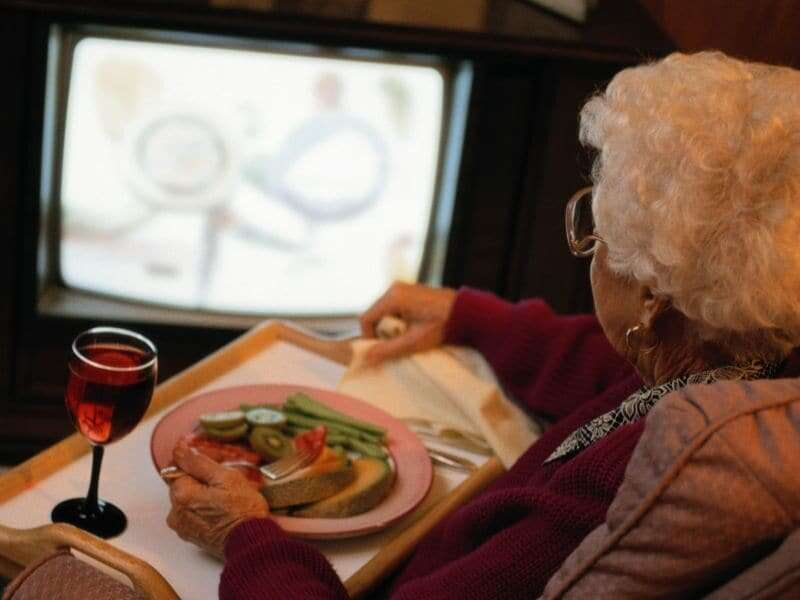 Too much TV might dull the aging brain