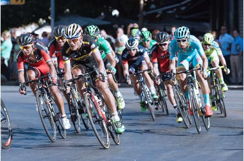 Tour de France pelotons governed by sight, not aerodynamics