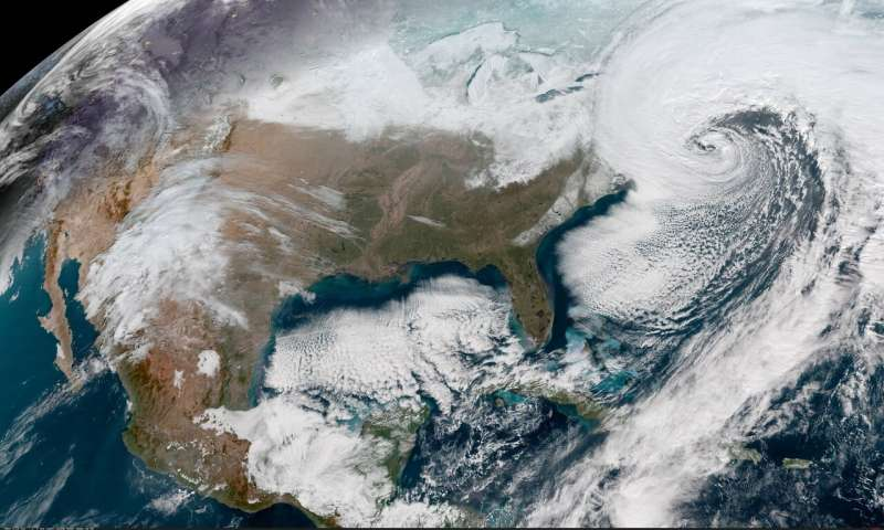 Tweets tell scientists how quickly we normalize unusual weather