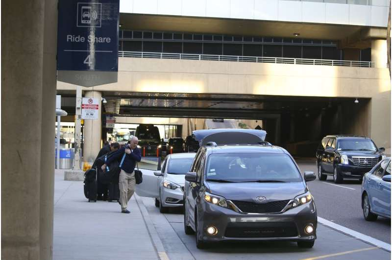 Uber, Lyft to stop Phoenix airport trips over higher fees