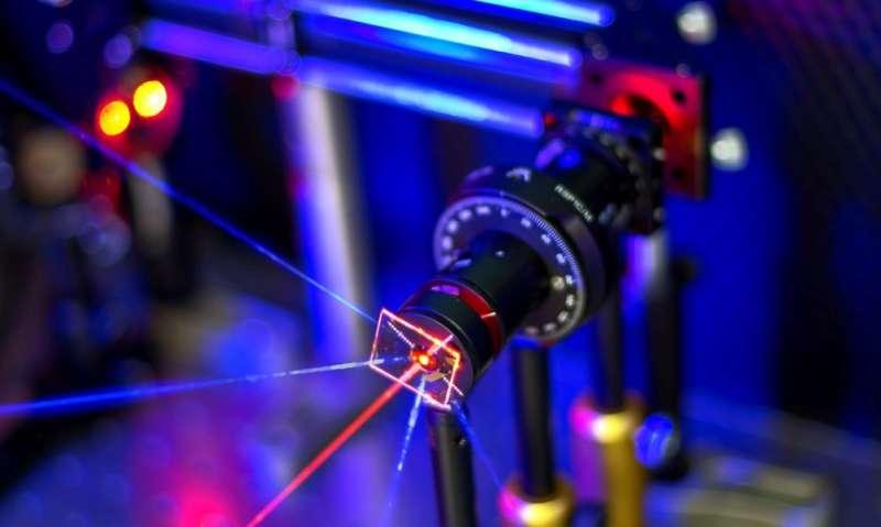 Ultra-sensitive sensor with gold nanoparticle array