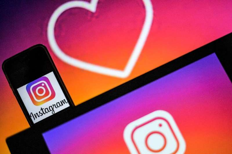 US social network Instagram is encouraging users to report dubious posts for review by fact-checkers