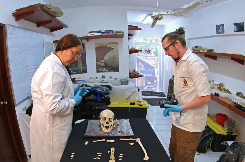 9,900-year-old Mexican female skeleton distinct from other early American settlers