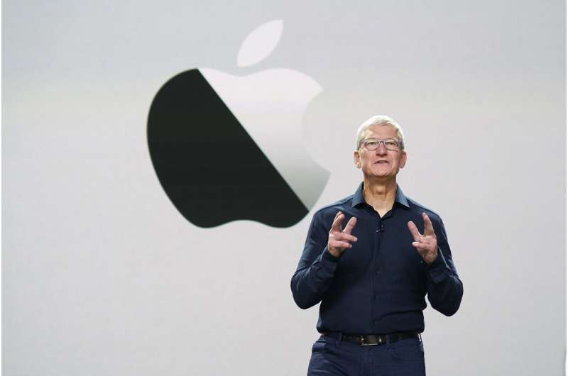 Apple previews new iPhone software, changes to Mac chips