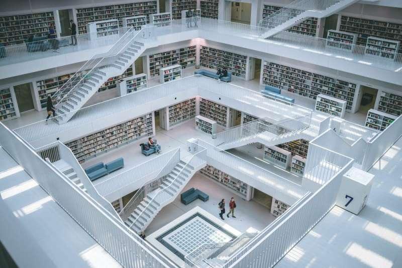 A real life experiment illuminates the future of books and reading