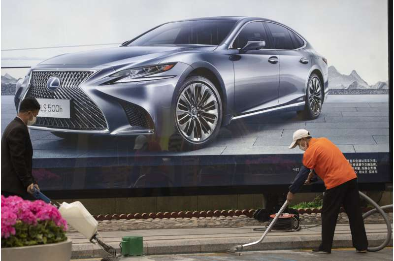 China auto sales fall in April but loss narrows