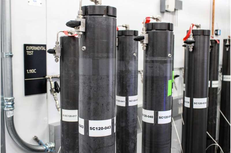 Computer model solves mystery of how gas bubbles build big methane hydrate deposits