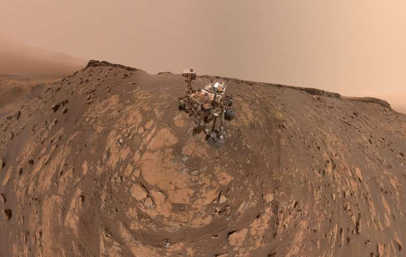 Curiosity Mars rover takes a new selfie before record climb