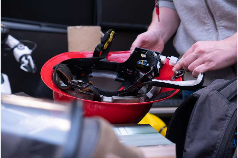 Haptic helmet for firefighters