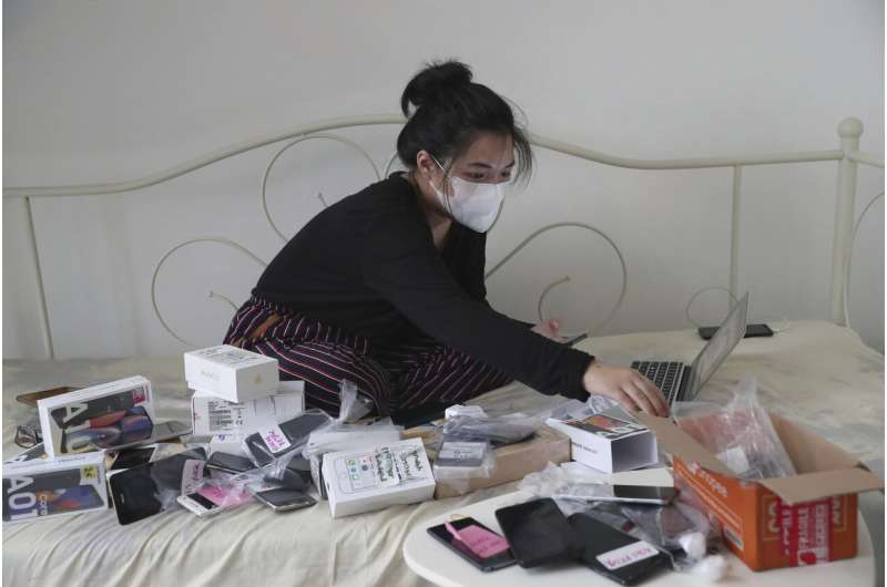 Indonesians collect old phones to help students get online