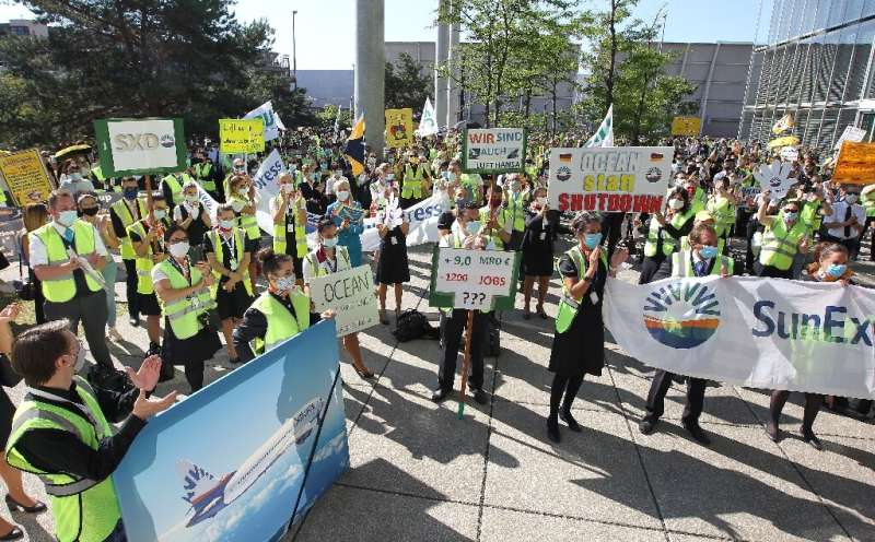 Lufthansa employees hit the streets to encourage shareholders to back the bailout plan