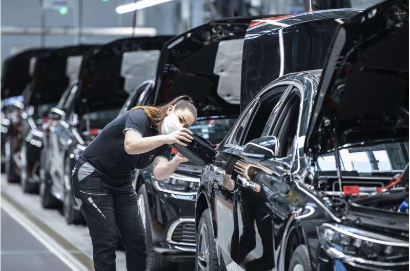 Mercedes-Benz unveils new flagship S-Class sedan