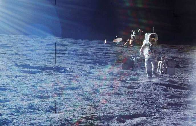 Moonquakes and marsquakes: How we peer inside other worlds