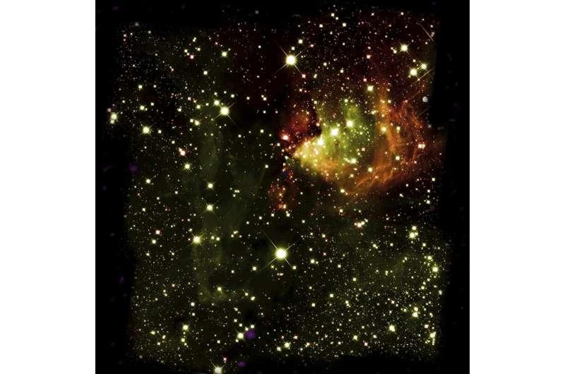 Stellar fireworks celebrate birth of giant cluster