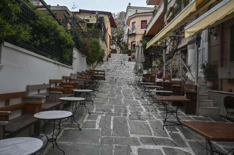 The tourist industry in Athens, as in many other European capitals, has ground to a halt, with planes grounded and restaurants,