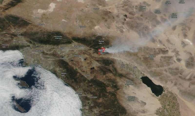 NASA satellites show two views of California's Apple Fire