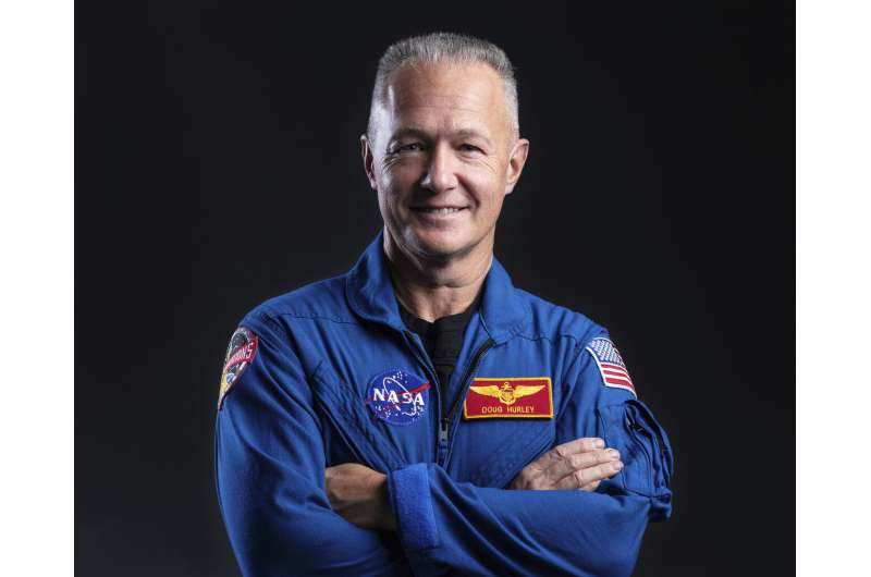 NASA's newest test pilots are veteran astronauts, friends