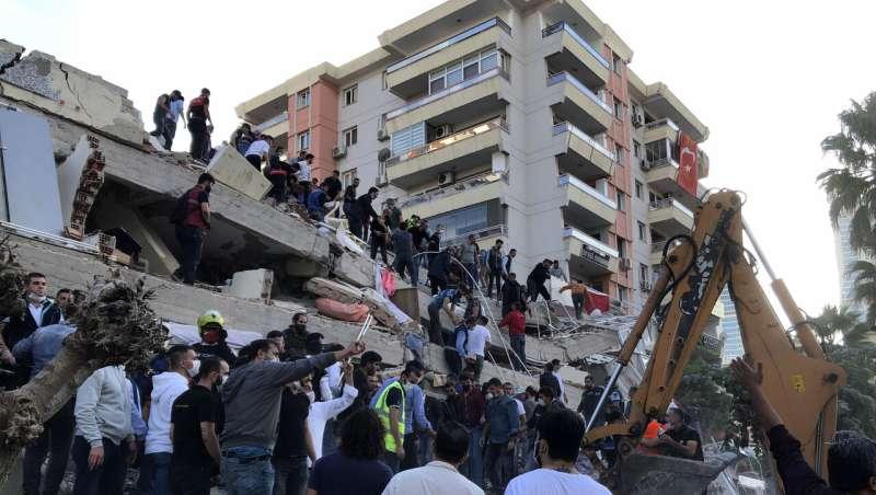 Quake strikes Turkish coast and Greek island, killing 14