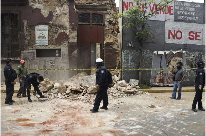 Powerful earthquake shakes southern Mexico, at least 5 dead