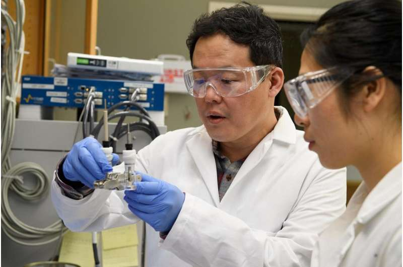 Researchers show advance in next-generation lithium metal batteries