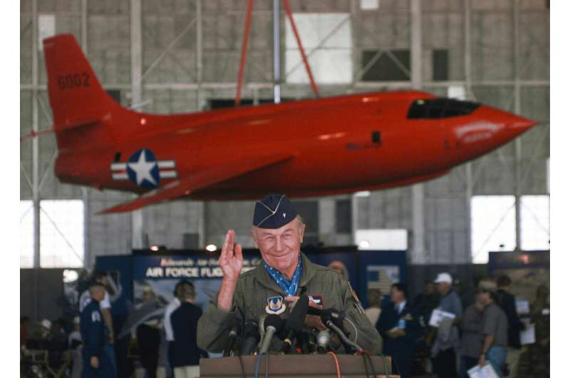 Chuck Yeager, 1st to break sound barrier, dies at 97