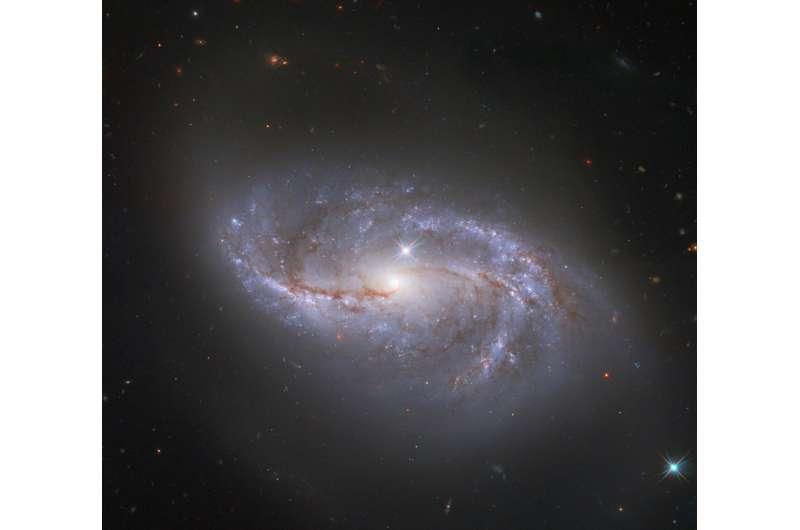 Image: Hubble glimpses a galaxy among many