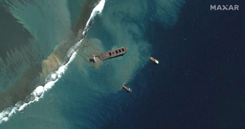 Mauritius copes with split Japanese ship that spilled oil