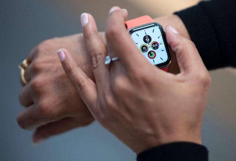 Researchers are seeking to use data collected from wearables like the Apple Watch for early signals of coronavirus infections