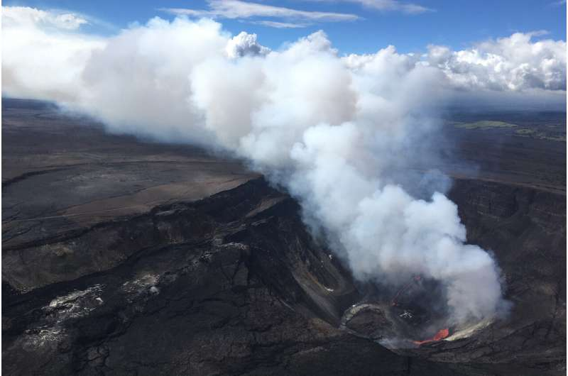 Volcano erupts on Hawaii's Big Island, draws crowds to park