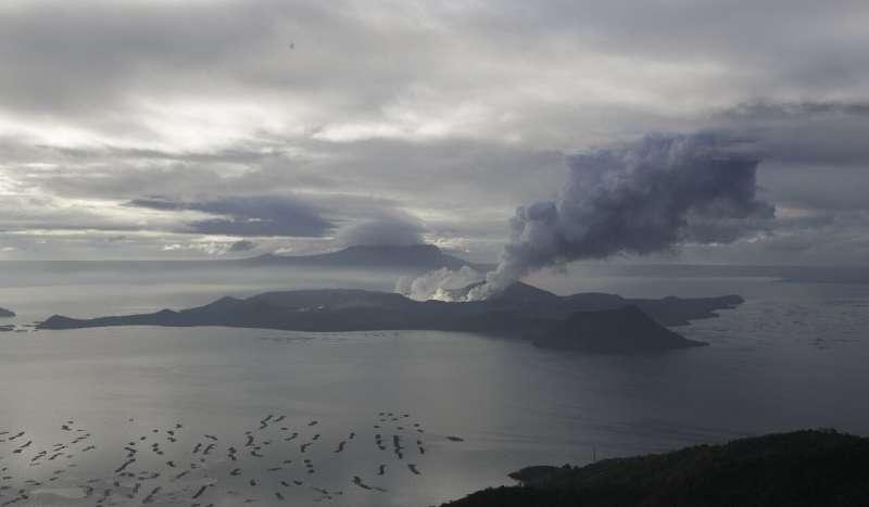 Philippine volcano still 'life threatening' despite lull